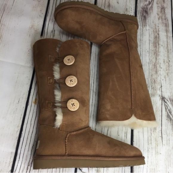 25fbf9ff3e778 NWOB Ugg Bailey Button Triplet Boots in Chestnut. M 5a86f0ad1dffda86beb07b21